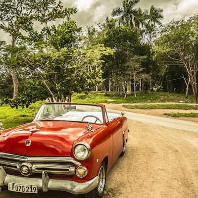 9 days travelling around Cuba in a group and dancing salsa non-stop