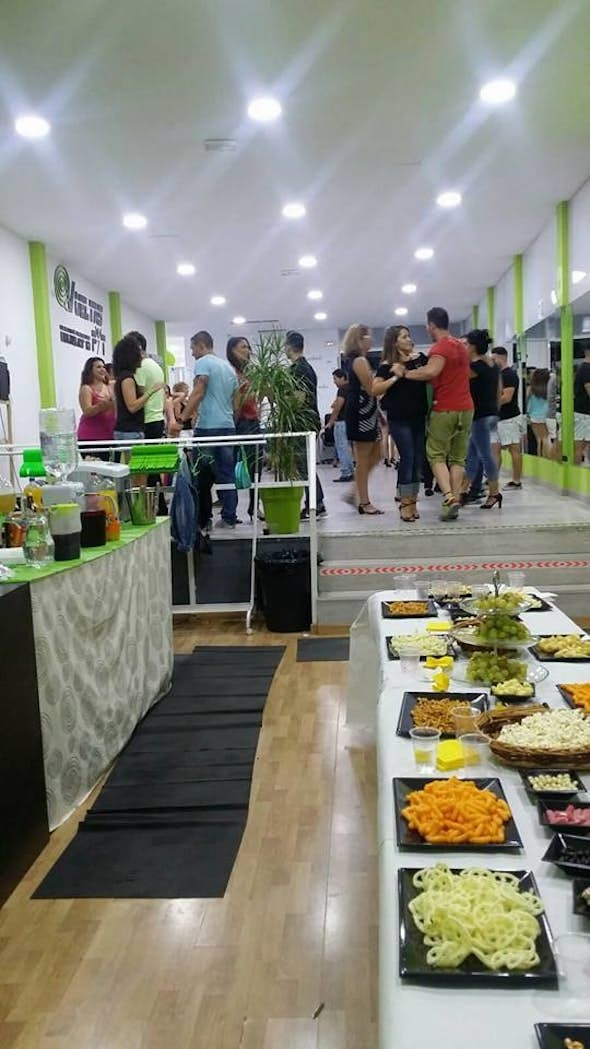 Intensive Saturday Afternoon of 4 hous (2 h. Bachata + 2 h. Kizomba) + Drinks and food included