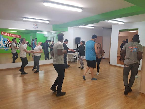 ¡SUPER DEAL! Salsa and Bachata Classes for Beginners before Summer